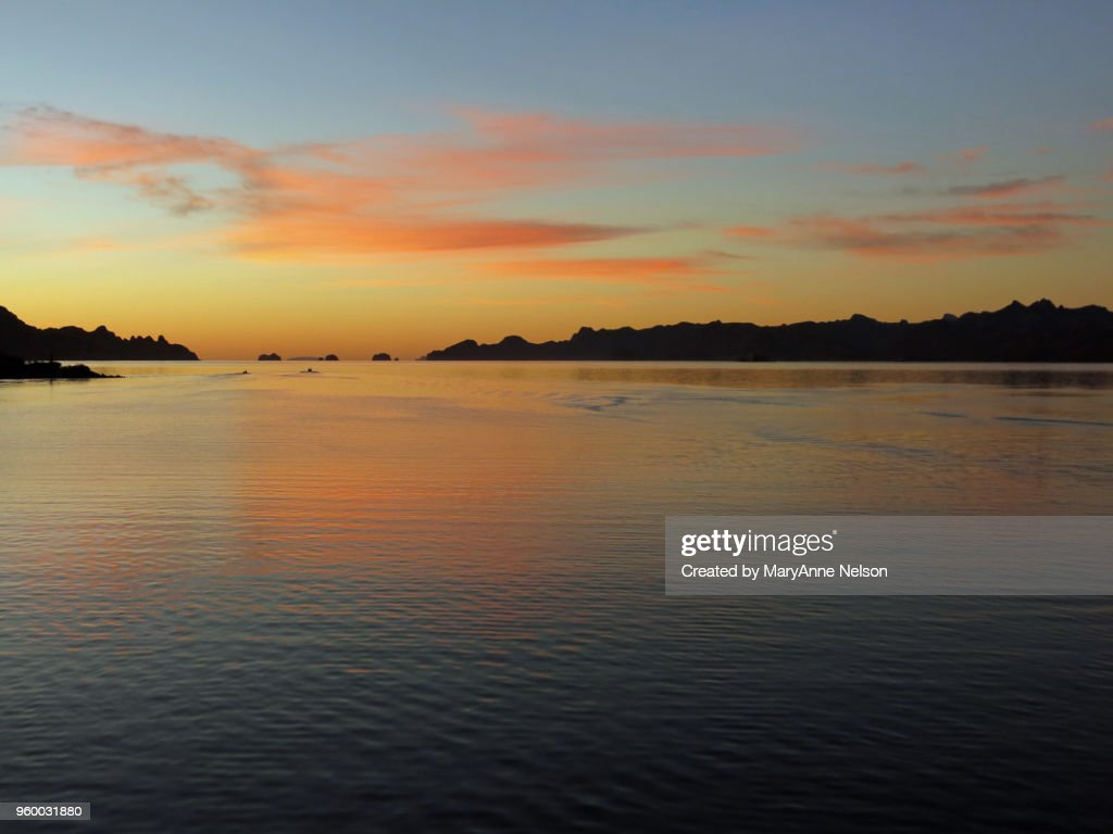 Sunrise with Two Distant Boats : Stock-Foto