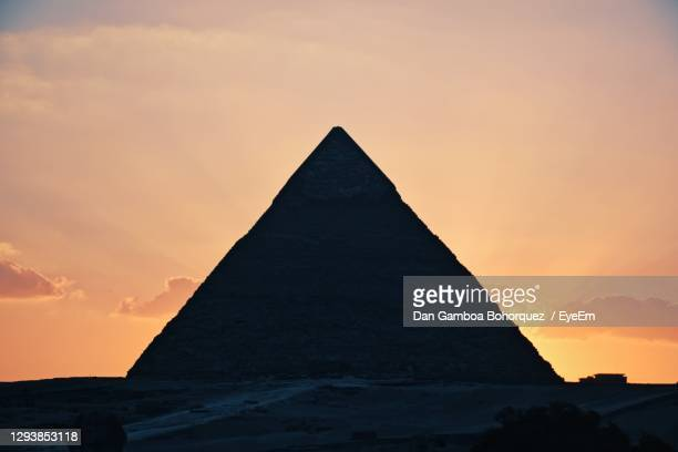 sunset a giza, cairo. - triangle shape stock pictures, royalty-free photos & images