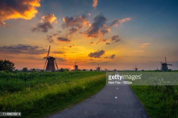 sunset above old dutch windmills - キンデルダイク ストックフォトと画像