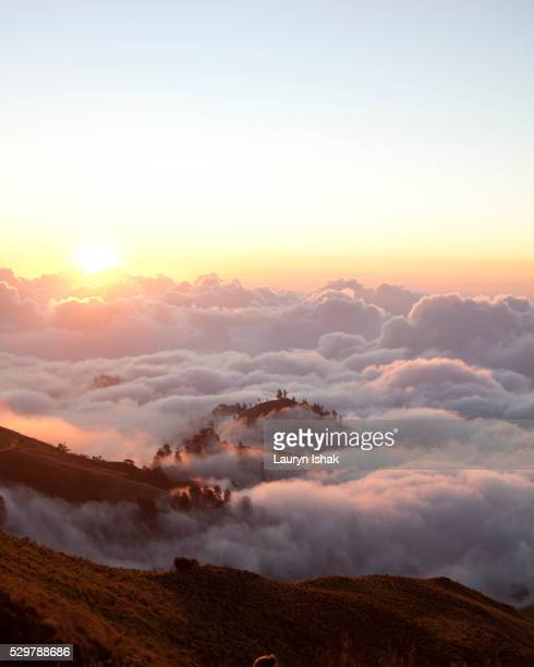 sunset above the clouds, mount rinjani, lombok island, indonesia - lauryn ishak stock pictures, royalty-free photos & images