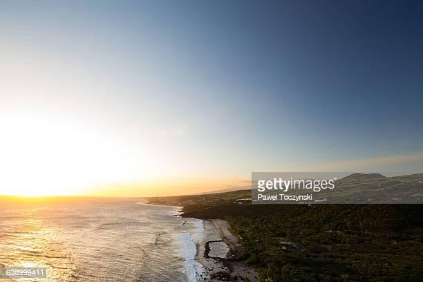 sunset above the famous grande anse beach, réunion - paisajes de isla de  granada fotografías e imágenes de stock