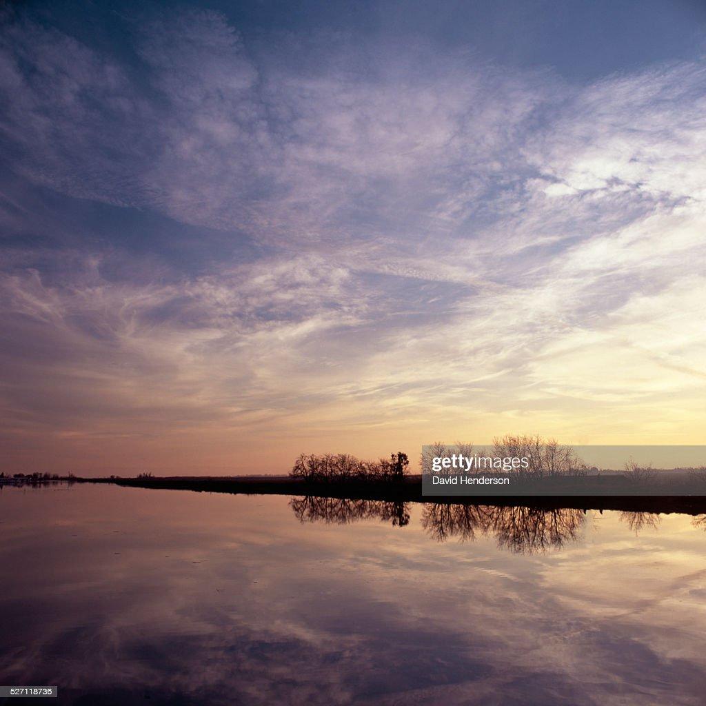 Sunset across Sacramento River : Stockfoto