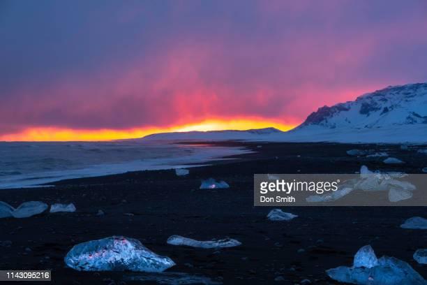 sunset and ice, diamond beach, iceland - don smith imagens e fotografias de stock