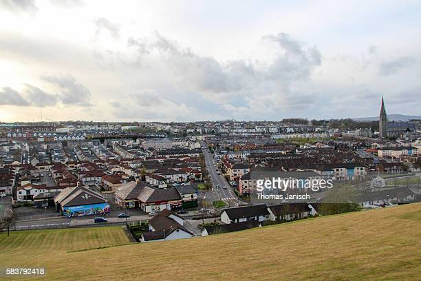 sunset and view over the catholic bogside from the city walls, derry / londonderry, northern ireland, uk - derry northern ireland stock pictures, royalty-free photos & images