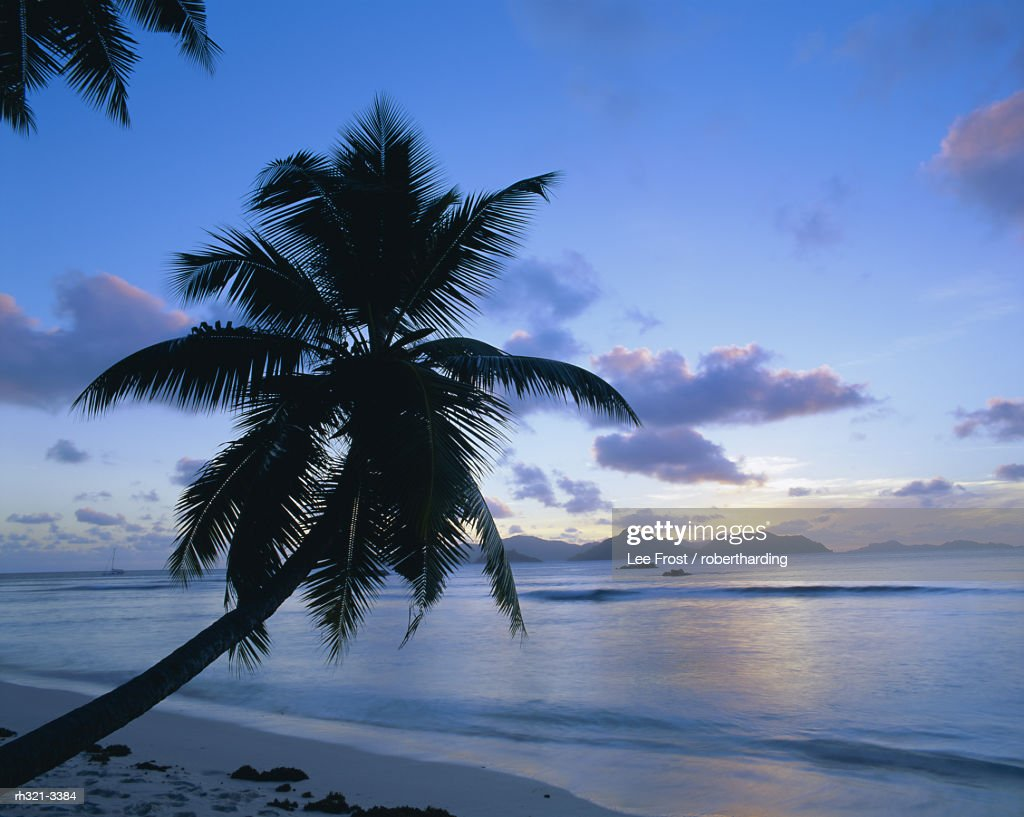 Sunset, Anse Severe, La Digue, Praslin island in the background, Seychelles, Indian Ocean, Africa : Stockfoto