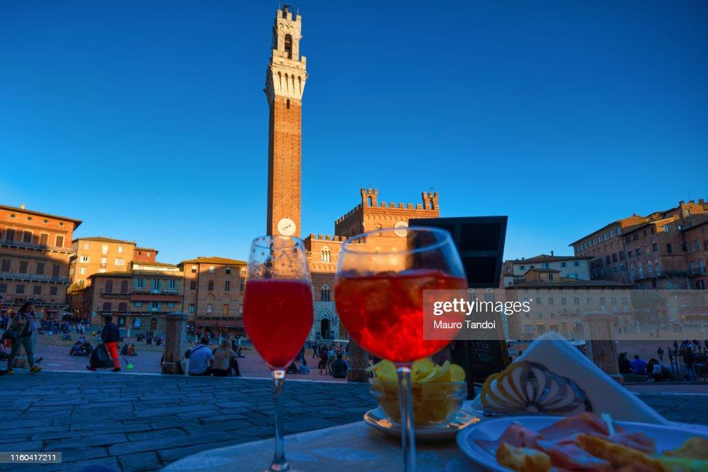 Sunset aperitif & Night Life in Piazza del Campo, Siena, Tuscany : Stock Photo