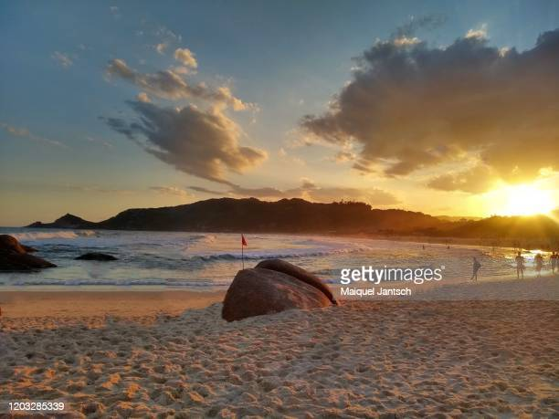 sunset at a brazilian beach. praia mole in florianopolis, santa catarina - brazil - インド洋 ストックフォトと画像