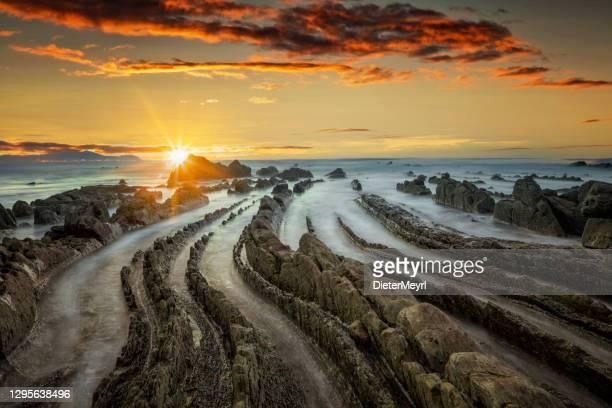 バスク地方バリカ海岸の夕日 - ギプスコア ストックフォトと画像