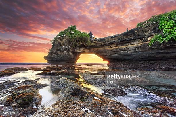 sunset at batu bolong & tanah lot - bali, indonesia - tanah lot stock pictures, royalty-free photos & images