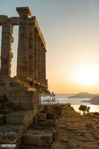 sunset at cape sounio, greece - peninsula de grecia fotografías e imágenes de stock