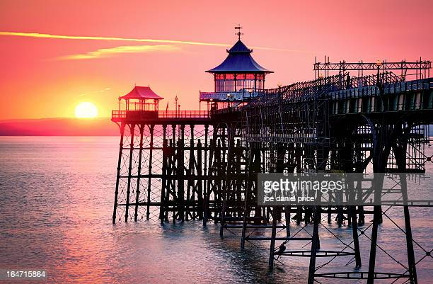 sunset at clevedon pier - clevedon pier stock pictures, royalty-free photos & images