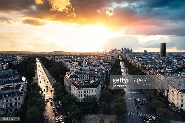 sunset at la defense in paris - arc de triomphe photos et images de collection
