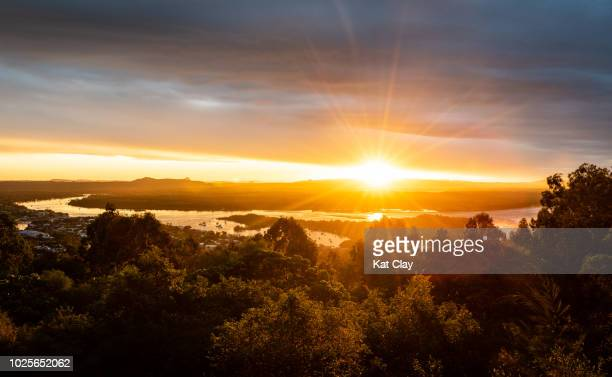 sunset at laguna lookout, noosa heads - lens flare stock pictures, royalty-free photos & images