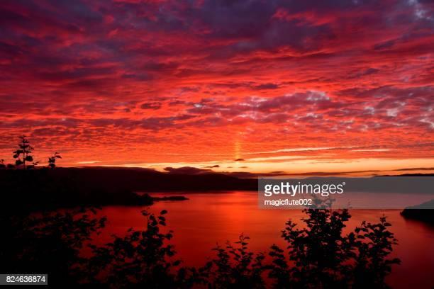 青森県十和田湖の夕日
