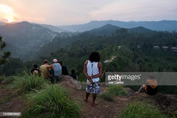 Zonsondergang op weinig Adam's Peak in Ella, Sri Lanka