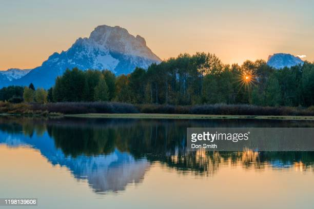 sunset at oxbow bend, grand teton national park - don smith stock pictures, royalty-free photos & images