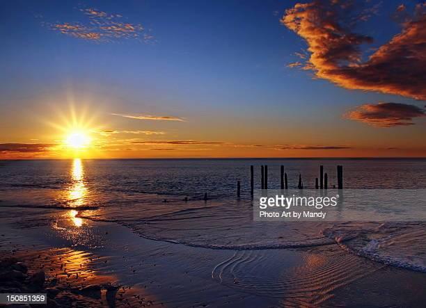 sunset at pier ruins - ウィランガ ストックフォトと画像