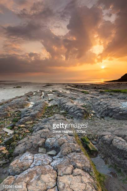 sunset at rocky coast, clevedon, england, uk, somerset, united kingdom - golden hour stock pictures, royalty-free photos & images