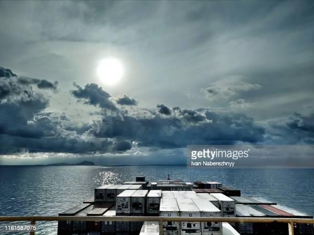 sunset at sea - paysage marin photos et images de collection
