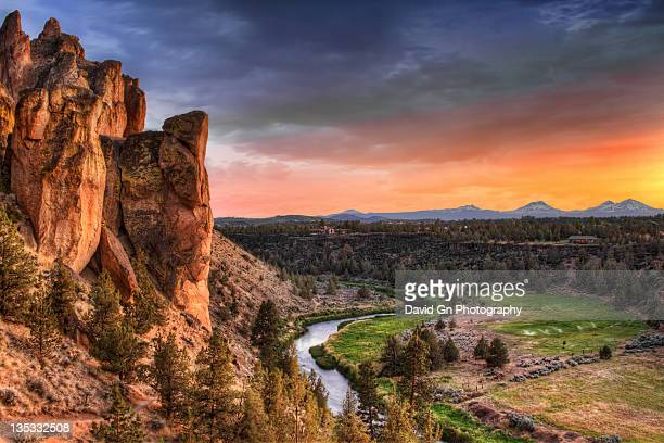 sunset at smith rock state park in oregon - smith rock state park stock pictures, royalty-free photos & images