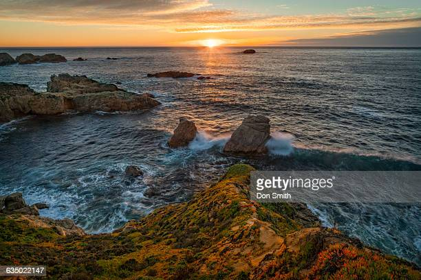 sunset at soberanes cove - don smith ストックフォトと画像