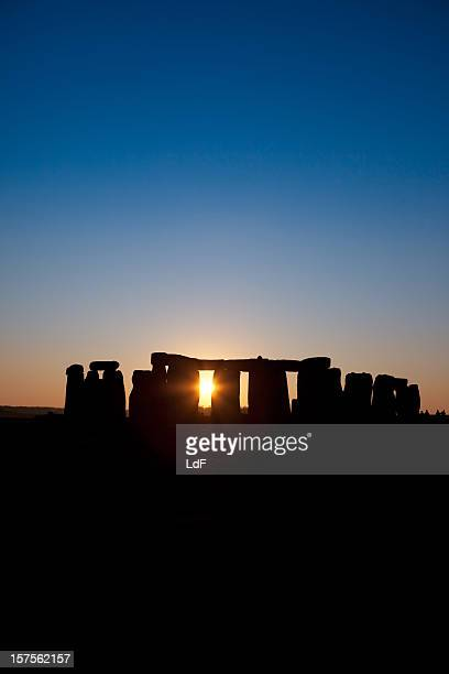 sunset at stonehenge - midsommar stock pictures, royalty-free photos & images