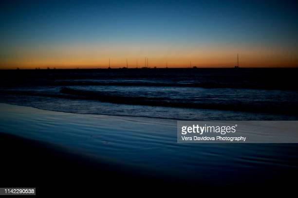 sunset at tamarindo beach, costa rica - playa tamarindo fotografías e imágenes de stock