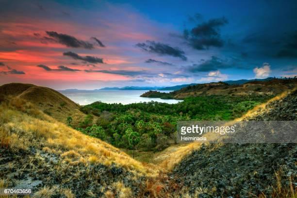 v sunset at tanjung hill - flores indonesia fotografías e imágenes de stock
