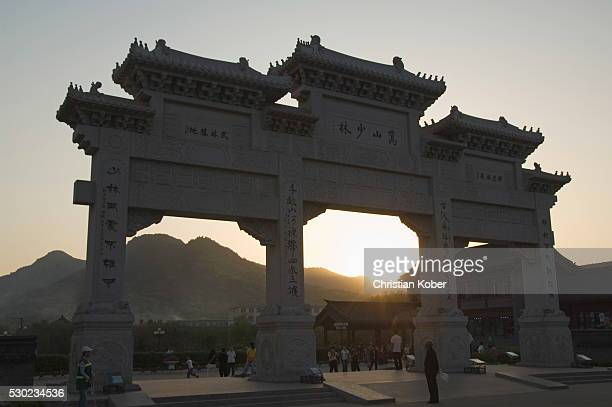 sunset at the entrance gate to shaolin temple, birthplace of kung fu martial art, shaolin, henan province, china, asia - shaolin monastery stock photos and pictures