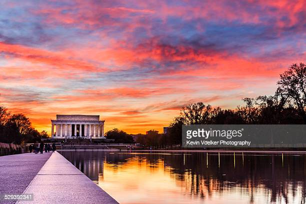 sunset at the lincoln memorial - lincoln memorial stock pictures, royalty-free photos & images
