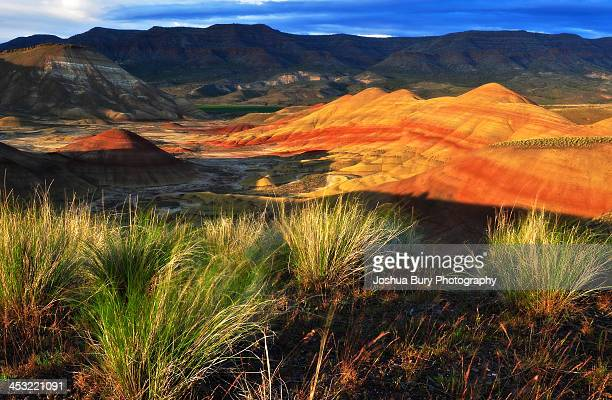 sunset at the painted hills - john day fossil beds national park stock pictures, royalty-free photos & images