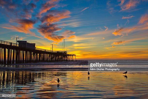 sunset at the pismo pier - ピスモビーチ ストックフォトと画像