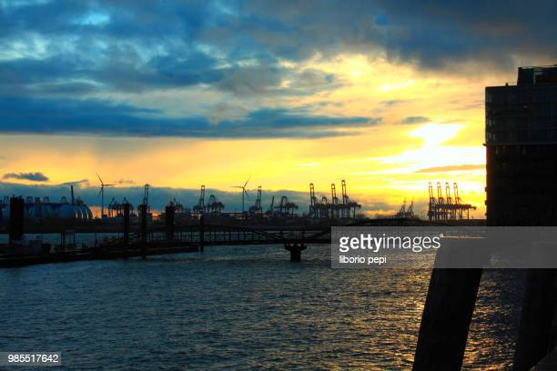 sunset at the river elbe - liborio pepi stock-fotos und bilder