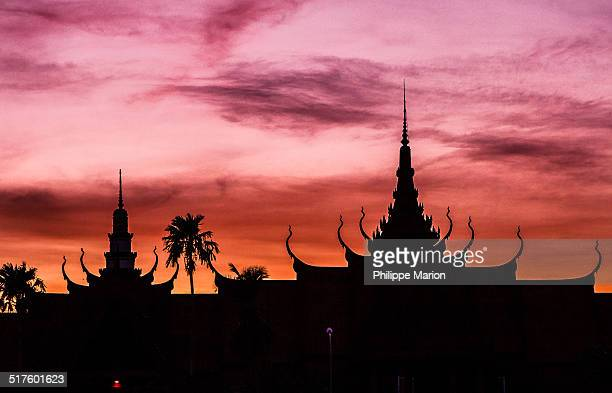 sunset - at the royal palace complex - phnom penh stock pictures, royalty-free photos & images