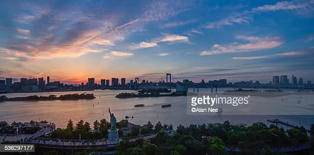 sunset at tokyo bay - nee nee fotografías e imágenes de stock
