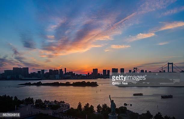 sunset at tokyo - nee nee fotografías e imágenes de stock