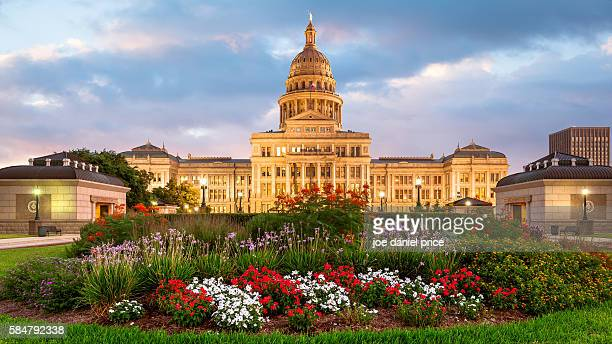 sunset, austin state capitol building, austin, texas, america - state capitol building stock pictures, royalty-free photos & images