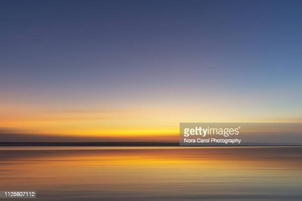 sunset background - avondschemering stockfoto's en -beelden