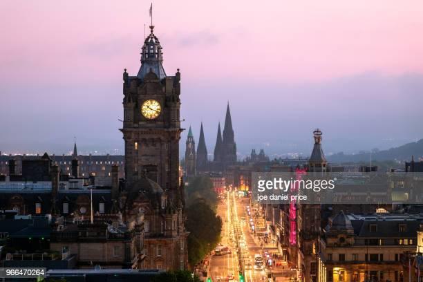 sunset, balmoral clock tower, edinburgh, scotland - プリンシズ通り ストックフォトと画像