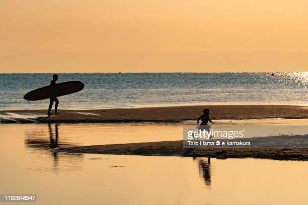 sunset beach in kamakura city in kanagawa prefecture of japan - taro hama ストックフォトと画像