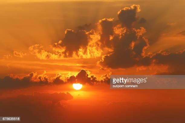 sunset beautiful clouds sky - bruma de calor fotografías e imágenes de stock