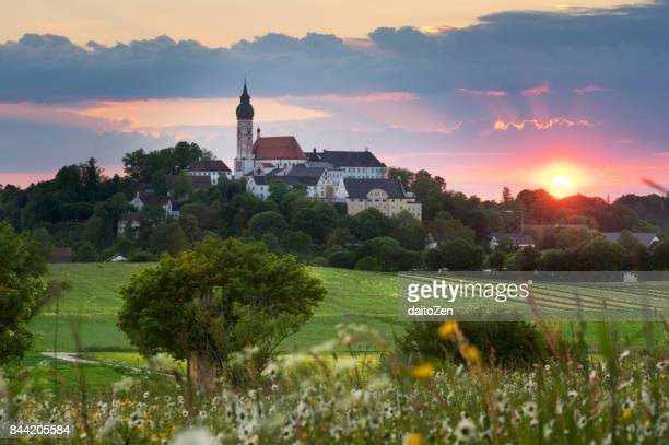 sunset behind kloster andechs (andechs abbey), upper bavaria, germany, europe - starnberg photos et images de collection