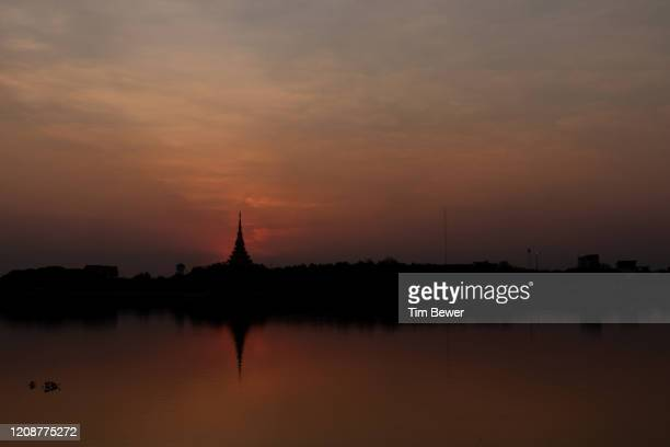 sunset behind phra mahathat kaen nakhon stupa. - tim bewer stock pictures, royalty-free photos & images