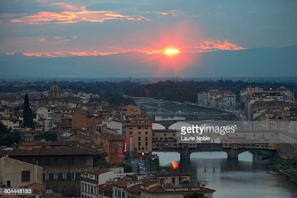 Sunset behind river Arno and Ponte Vecchio