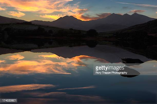 sunset behind snowdon - mount snowdon stock pictures, royalty-free photos & images