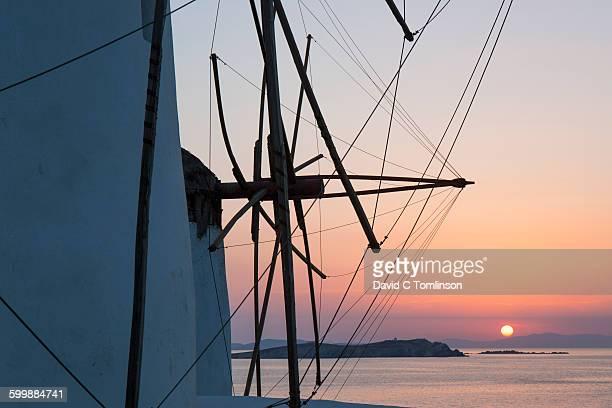 sunset behind windmills, mykonos town, mykonos - ver a hora stockfoto's en -beelden