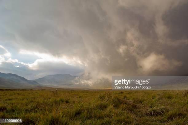 sunset cloud - campo imperatore foto e immagini stock