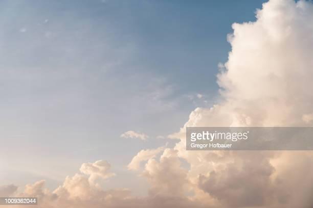 sunset clouds with hazy blue sky - wolke stock-fotos und bilder