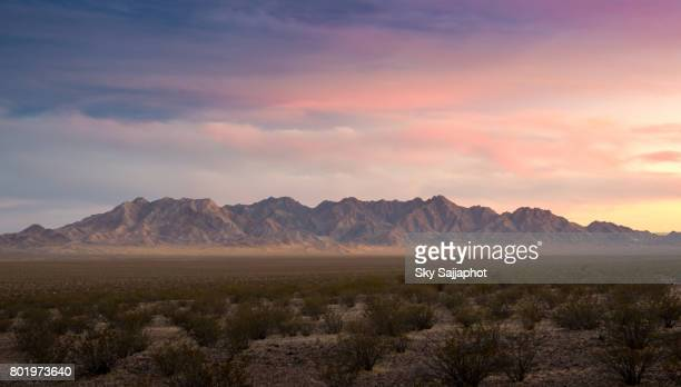 sunset cloudy day red rock canyon panorama view in las vegas - 南西 ストックフォトと画像