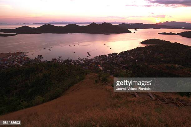 sunset: coron, palawan, philippines - joemill flordelis stock pictures, royalty-free photos & images